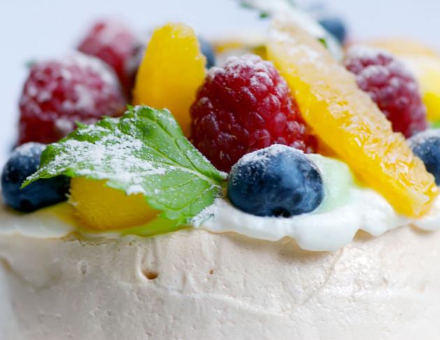 Tämä pavlova on helppo kakku