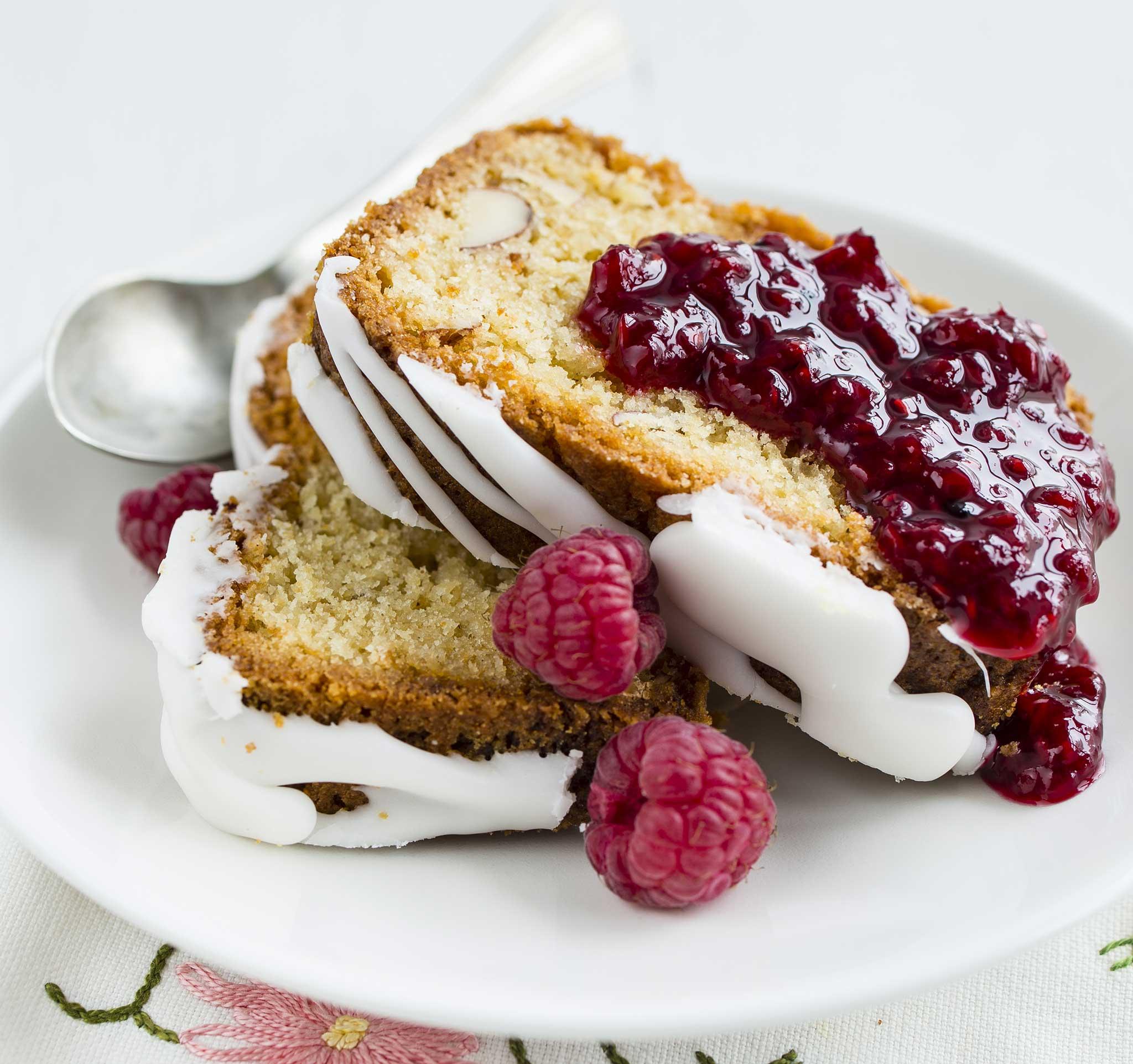 vadelma-valkosuklaakahvikakku eli Runebergin kakku