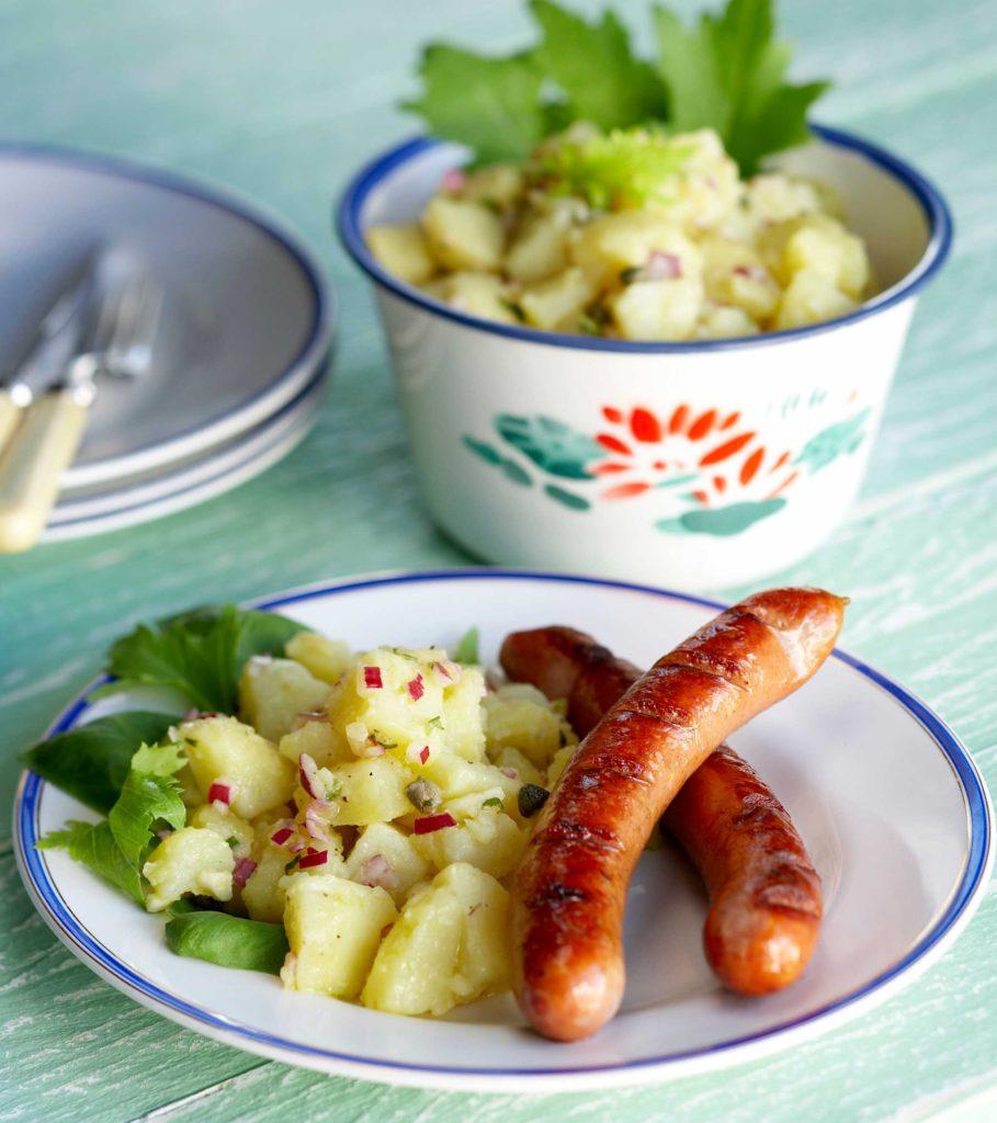perunasalaatti ja grillimakkata