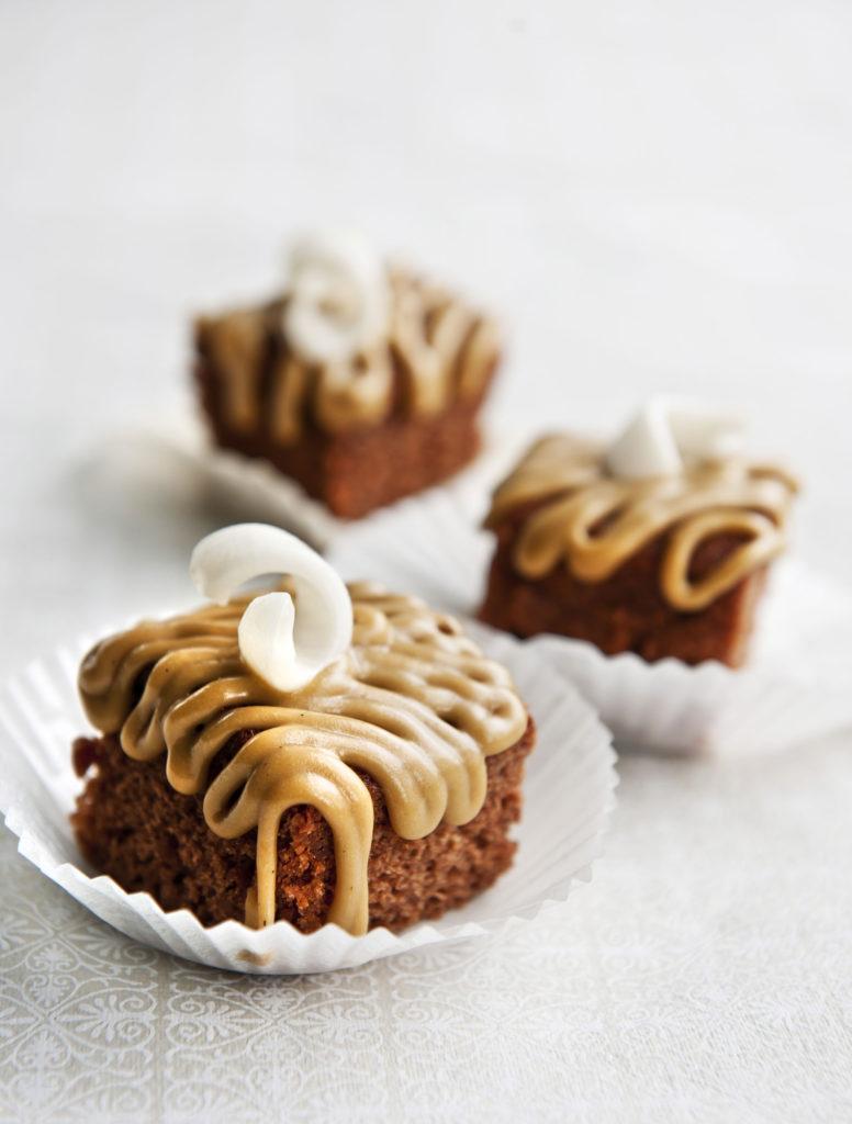 Muhkeista mokkapaloista tykkäävät sekä lapset että aikuiset. Suklaan ja kahvin koukuttavalla kombolla on vaikea iskeä harhaan.