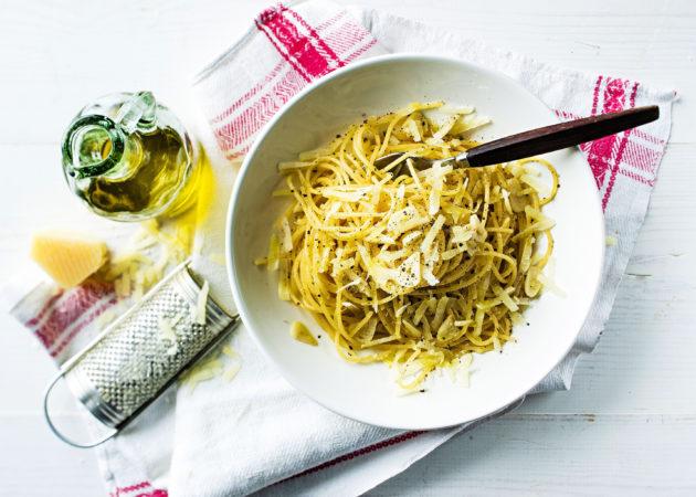 pastaa, valkosipulia ja mustapippuria parhaat pastareseptit