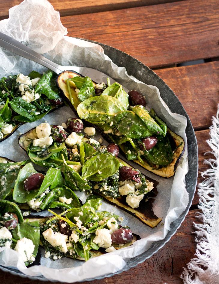 grillattua munakoisoa ja feta-oliivisalaattia, resepti