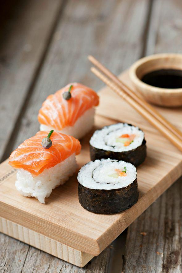 985948-Maki-Sushi,590.jpg