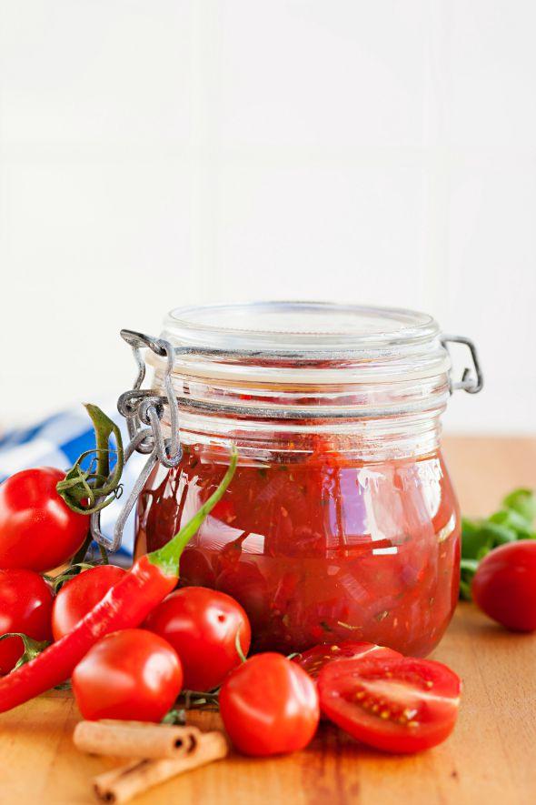 tölkitetty tomaattikastike