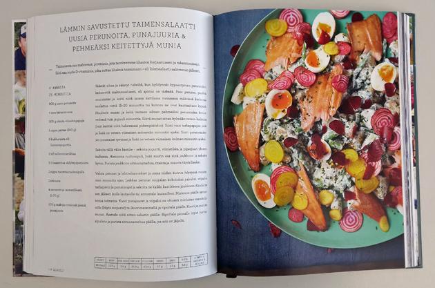 lämmin savustettu taimensalaatti -resepti Jamie Oliverin kirjasta Arjen superruokaa perheille