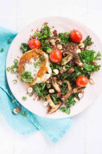 kvinoasalaattia ja vuohenjuustoa
