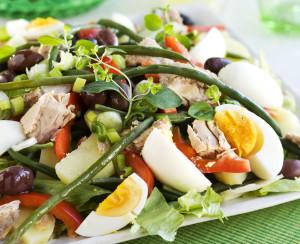 ruokaisa-kesäsalaatti