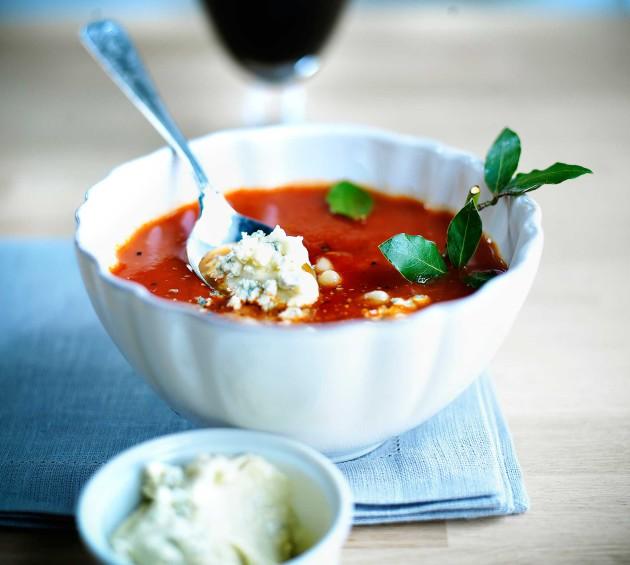 tomaatti-papukeitto ja aura-aioli