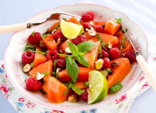 vesimeloni-vadelmasalaatti