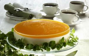 juustokakku mango-ananaskuorrutteella