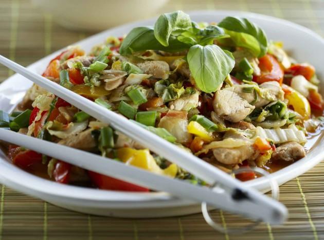 thaimaalainen kana-kaalivokki