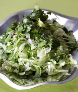 vihreä-kesäsalaatti