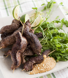 naudanlihavartaat ja maapähkinäkastike