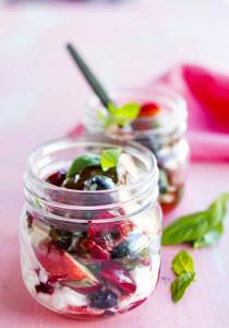 marja-hedelmäsalaatti