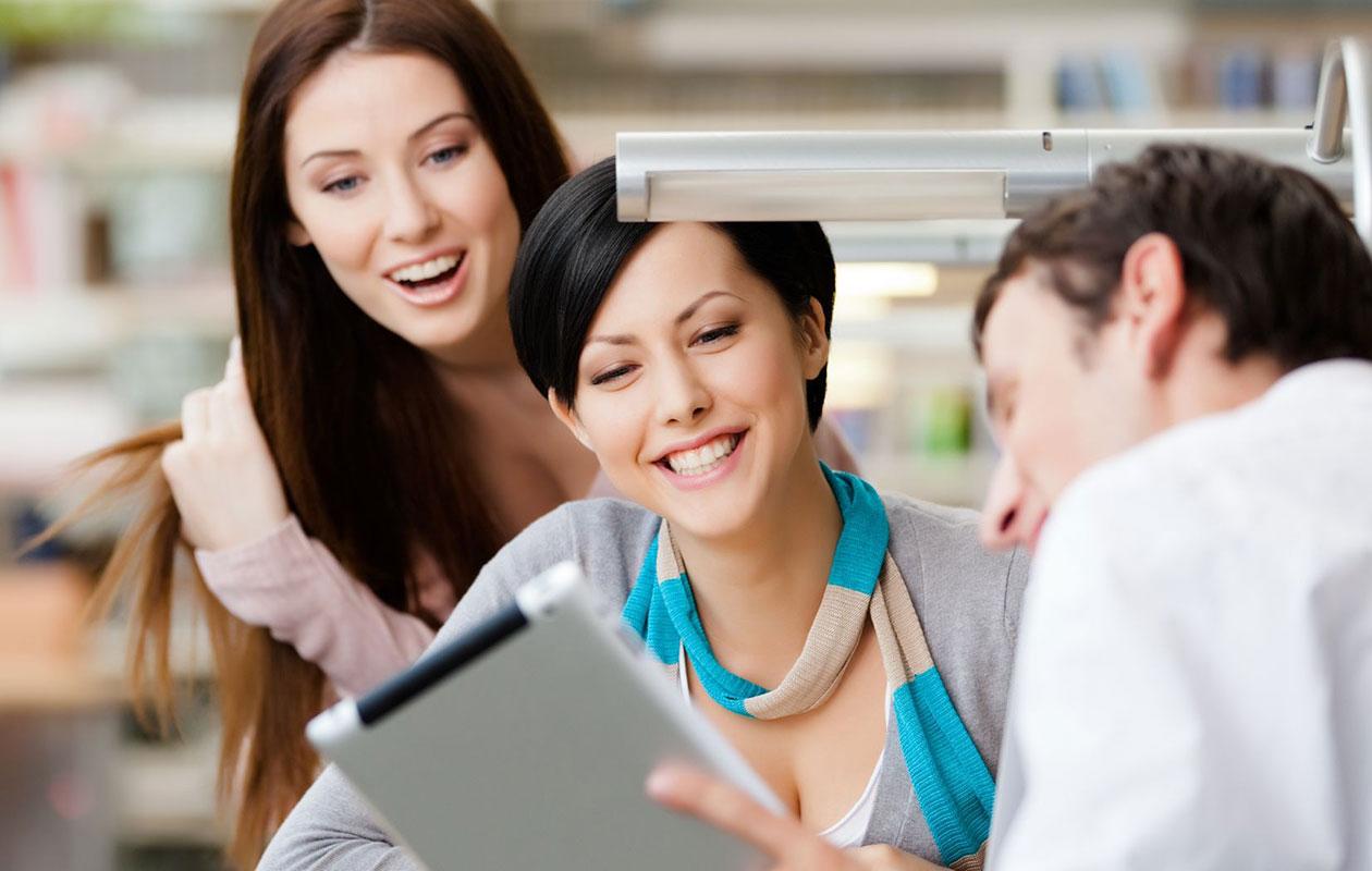 Näin luot positiivista ilmapiiriä työpaikallesi – 8 käytännön vinkkiä